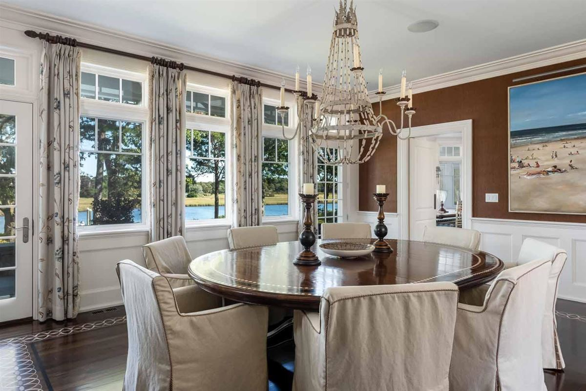 Mansions in Stunning Waterfront Estate in a Gated Community