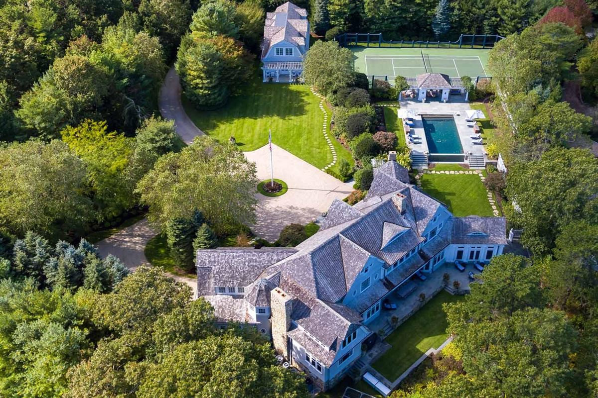 Mansions Stunning Waterfront Estate in a Gated Community