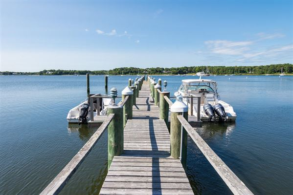 Luxury real estate beautiful home in a spectacular waterfront setting