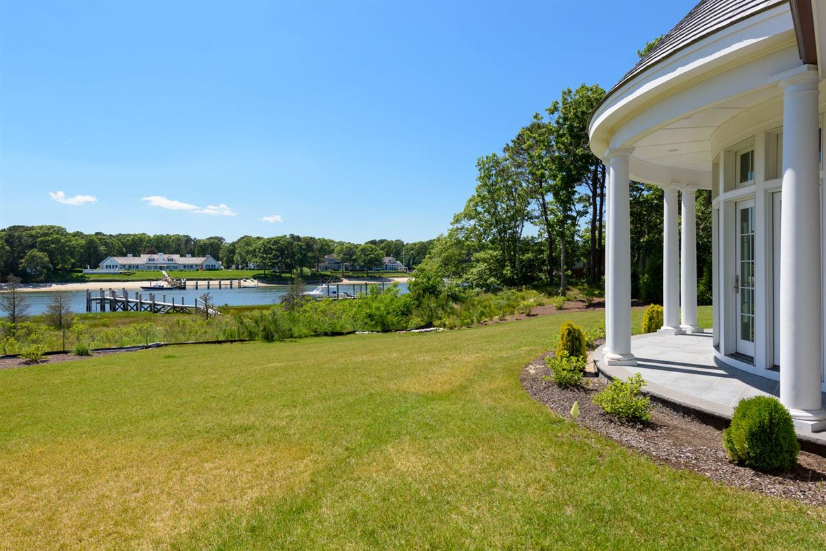 Experience the ultimate waterfront lifestyle luxury homes