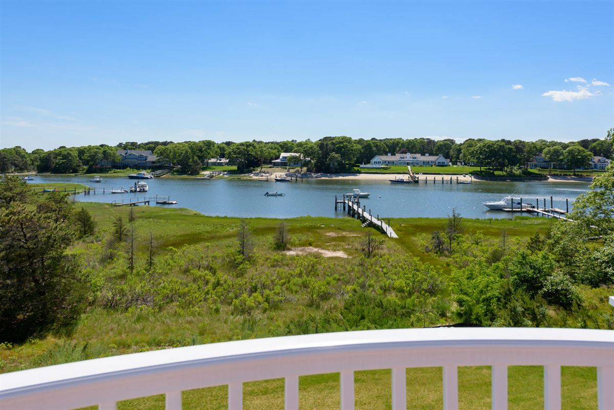 Luxury homes Experience the ultimate waterfront lifestyle