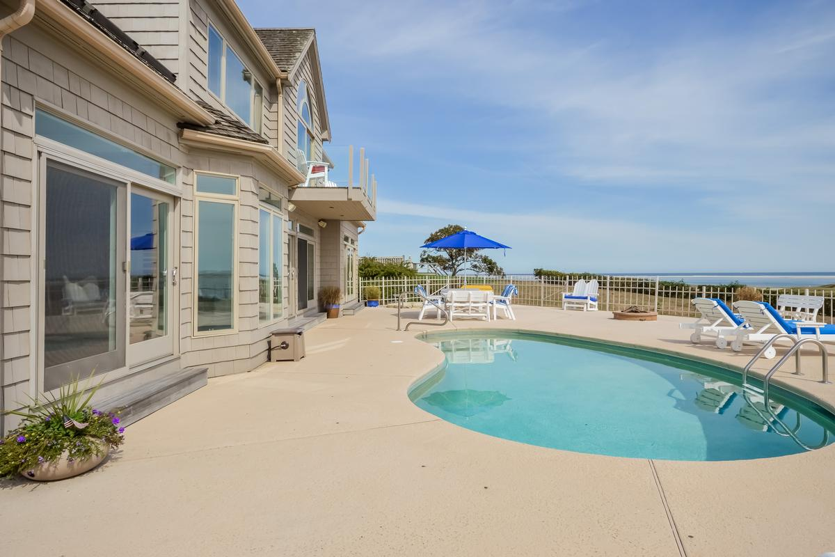waterfront vacation home mansions
