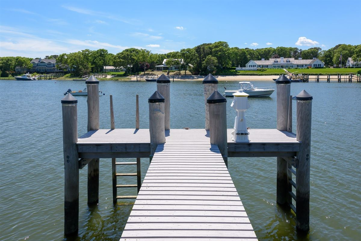 Luxury real estate Experience the ultimate waterfront lifestyle