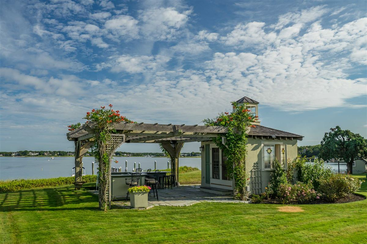 Luxury properties Exquisite waterfront estate in Osterville