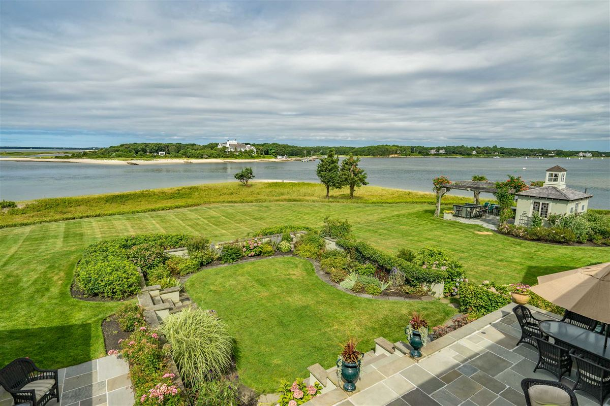 Mansions Exquisite waterfront estate in Osterville