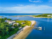 Exquisite waterfront estate in Osterville luxury homes