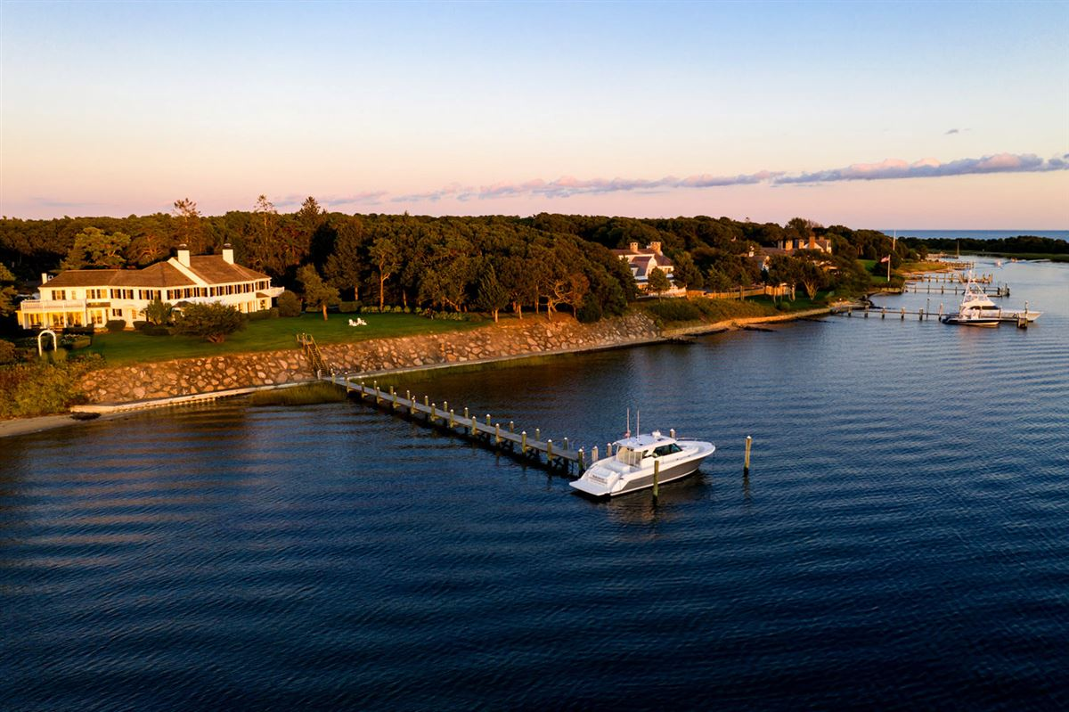 Luxury homes in the finest location oN Oyster Harbors