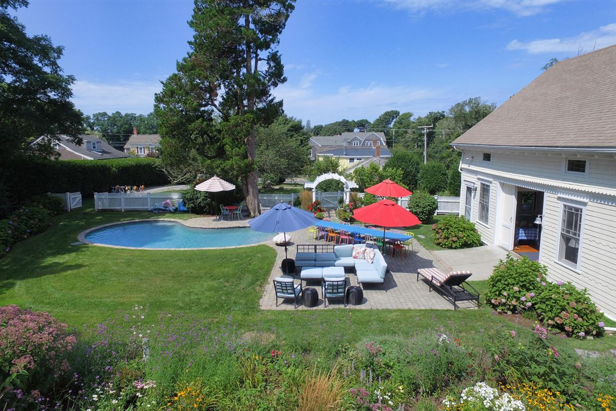 Luxury real estate renovated West Falmouth icon