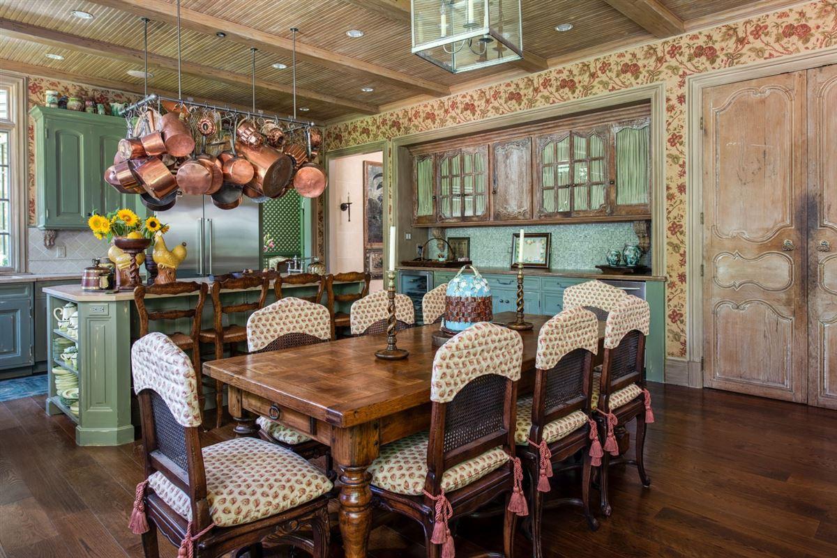 Elegant and richly designed estate  luxury properties