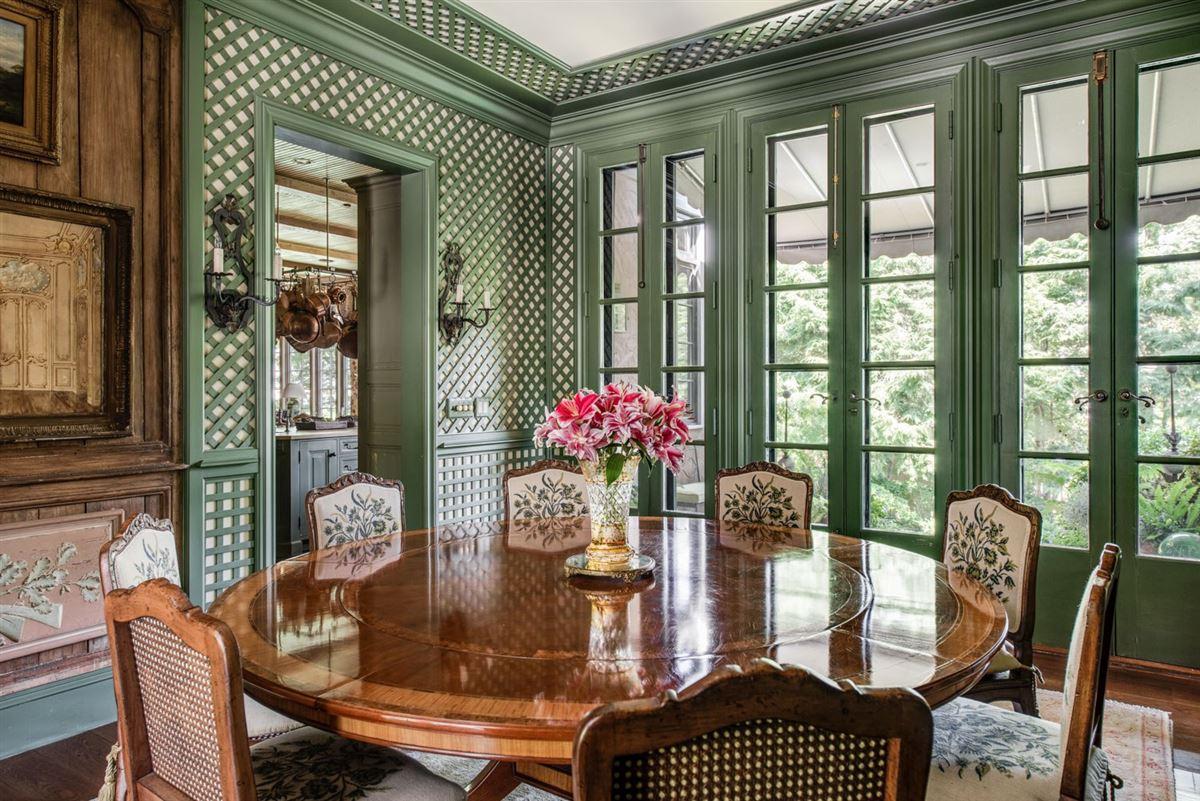 Mansions Elegant and richly designed estate