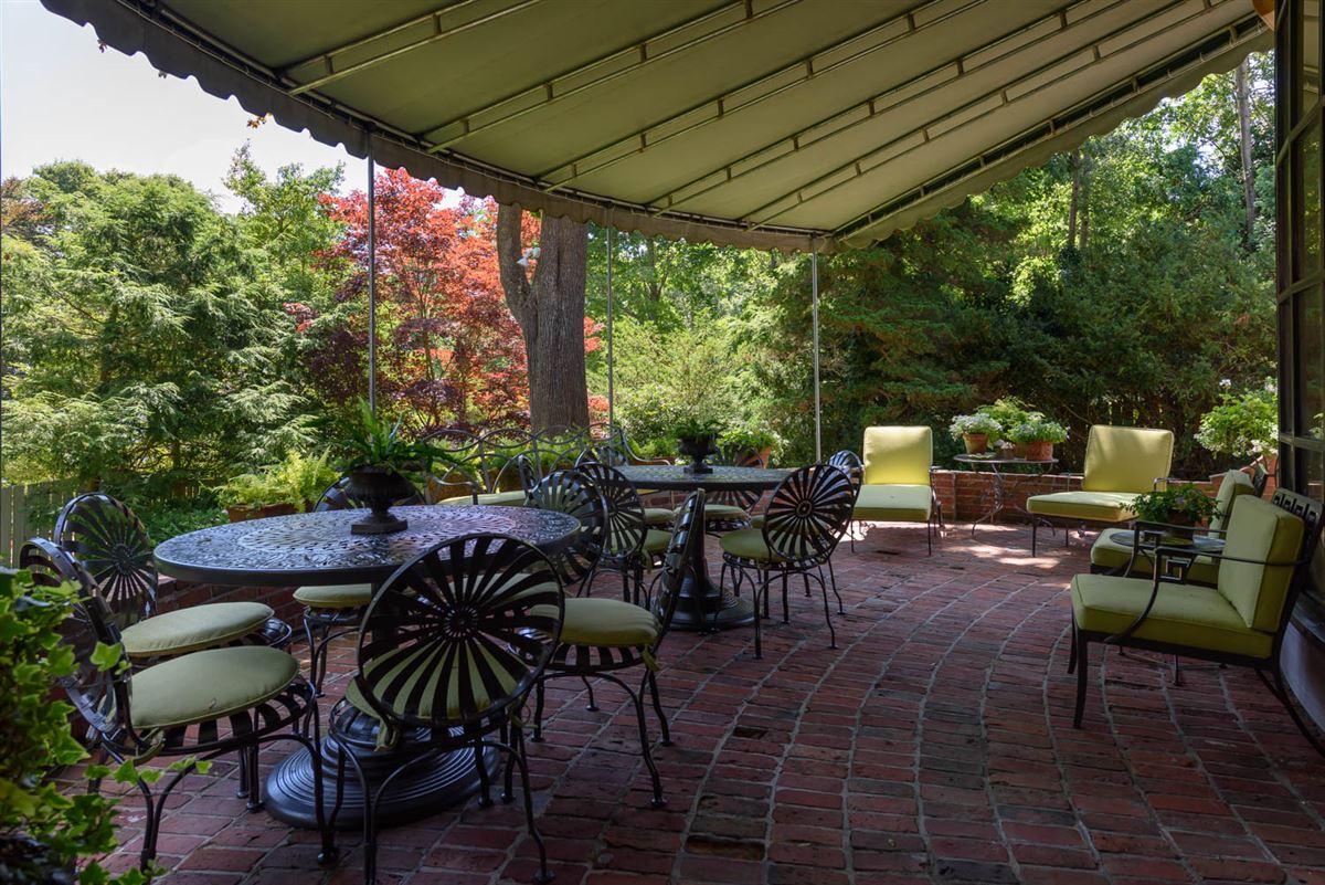 Elegant and richly designed estate  mansions