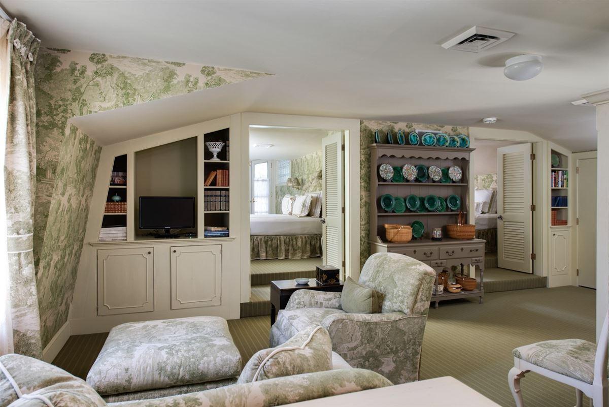 Luxury homes Elegant and richly designed estate