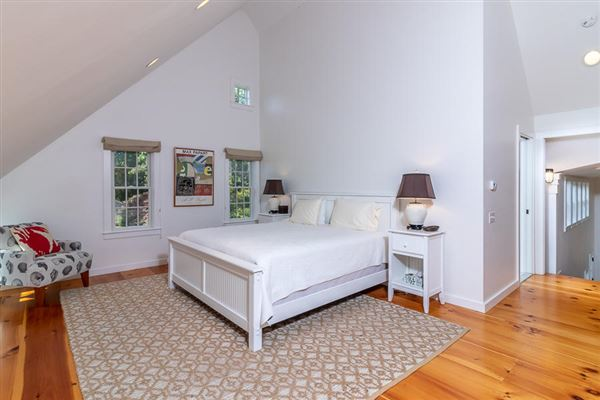 Luxury homes a wonderful blend of history, sophistication and coastal styling in massachusetts