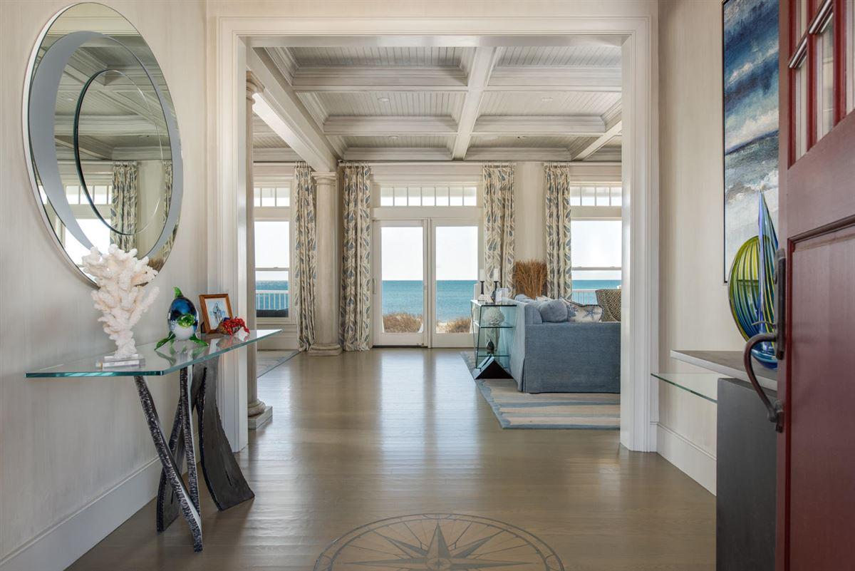 stunning custom On great island luxury homes