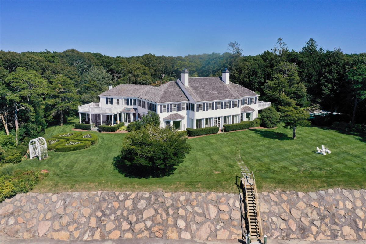 Luxury homes Faraway in oyster harbors