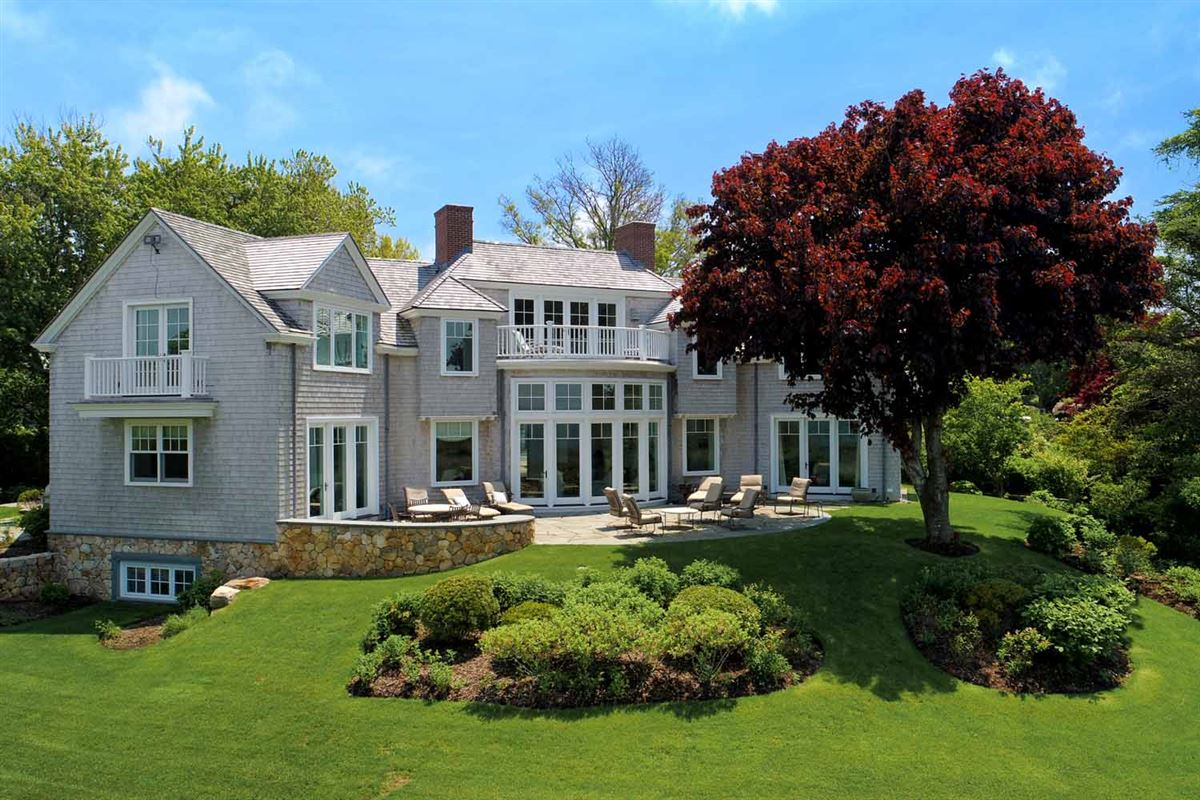 Mansions serene and sophisticated waterfront residence