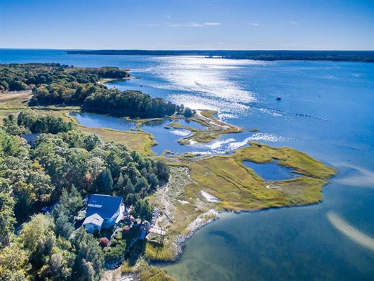 Well maintained waterfront  property luxury homes