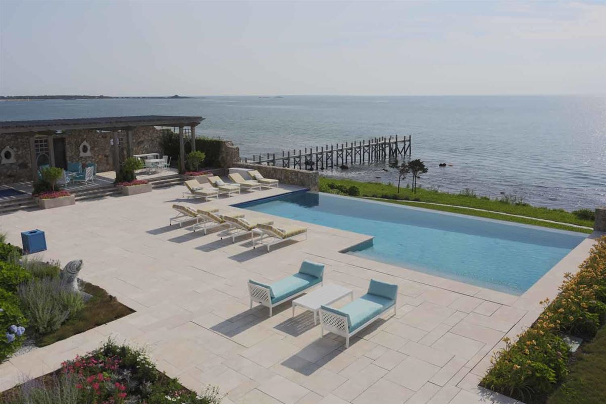 Luxury homes in Seapoint in dartmouth