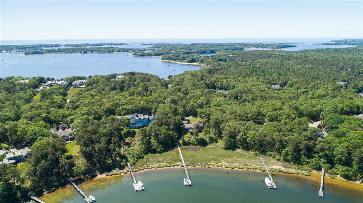 privately sited waterfront homE luxury real estate