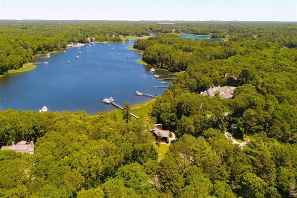 privately sited waterfront homE luxury properties