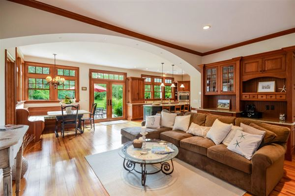 GORGEOUS Shingle-style gem in sandwich mansions