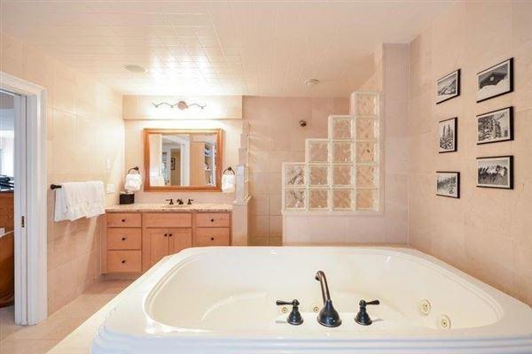 Luxury homes GORGEOUS Shingle-style gem in sandwich