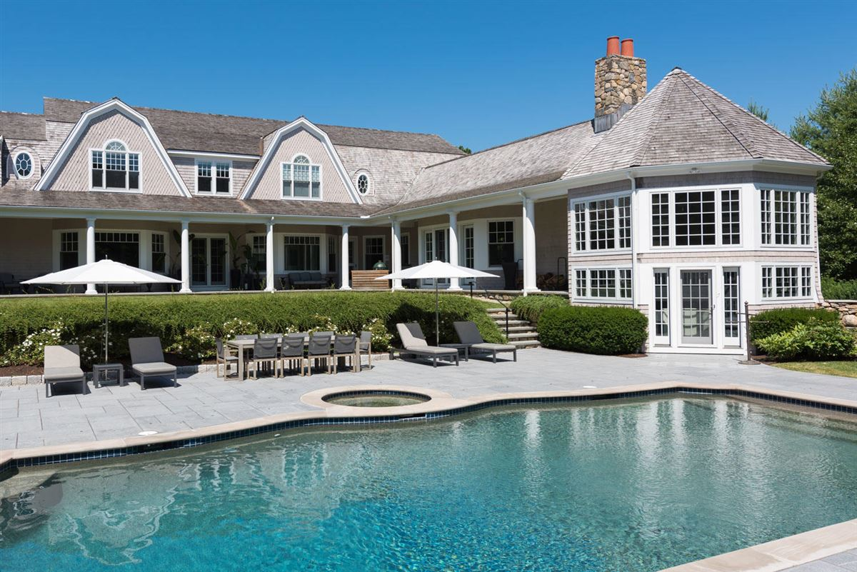 Luxury homes magnificent residence in Oyster Harbors