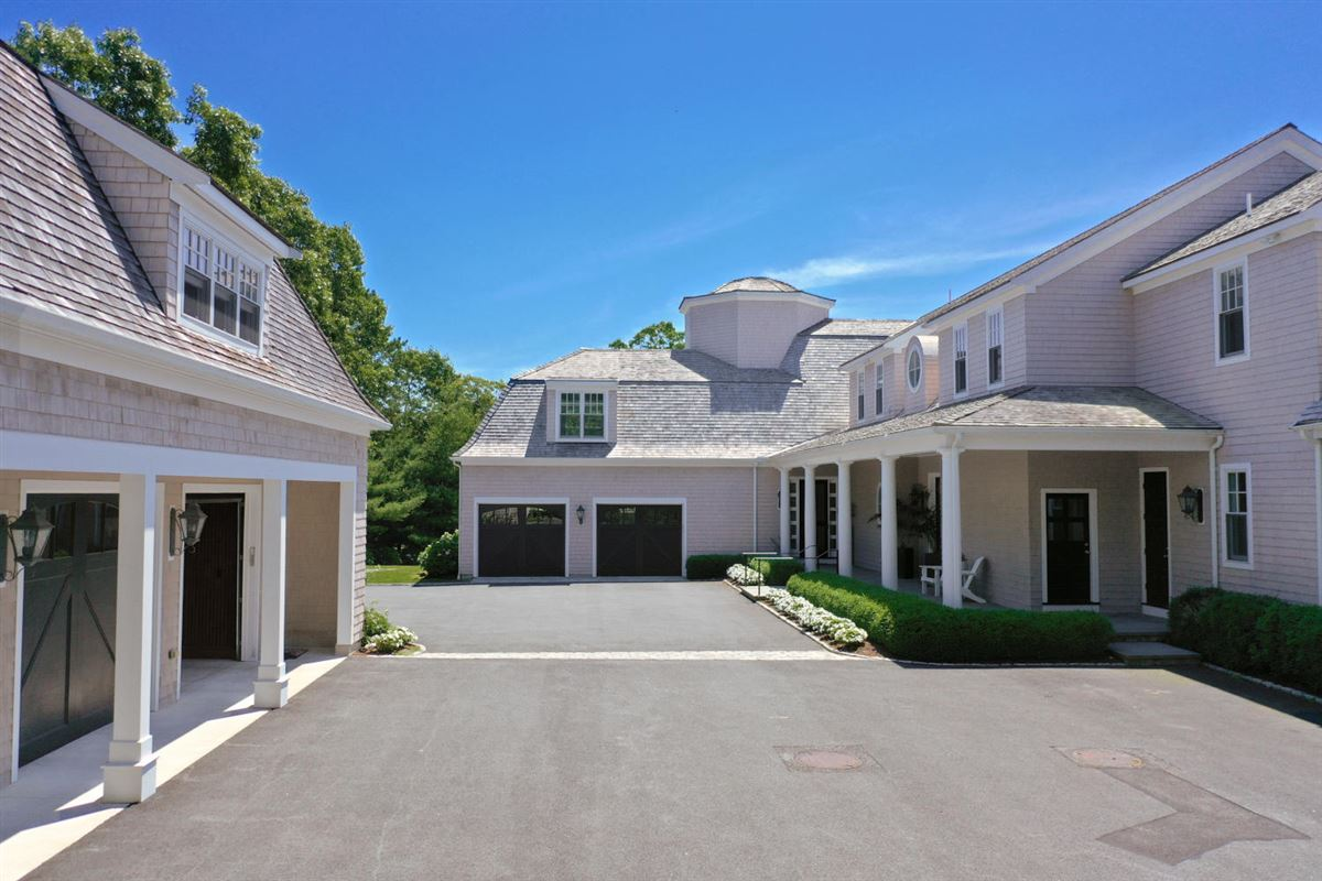 Luxury properties magnificent residence in Oyster Harbors
