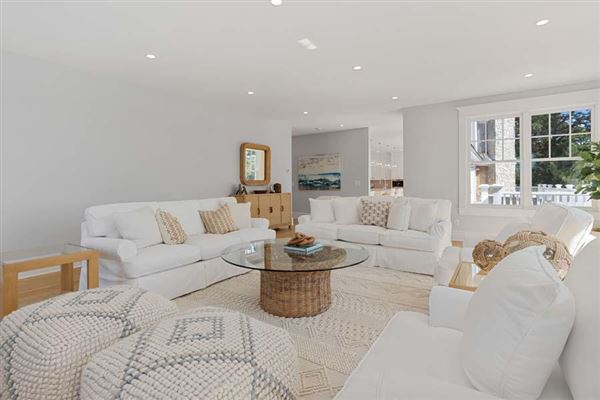 Luxury homes in sophisticated coastal cape luxury living