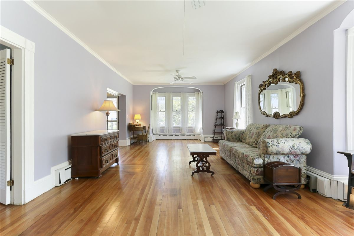Luxury real estate grand Victorian in Marion Village