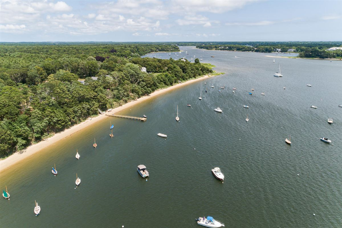 Extraordinary and expansive waterfront parcel luxury real estate