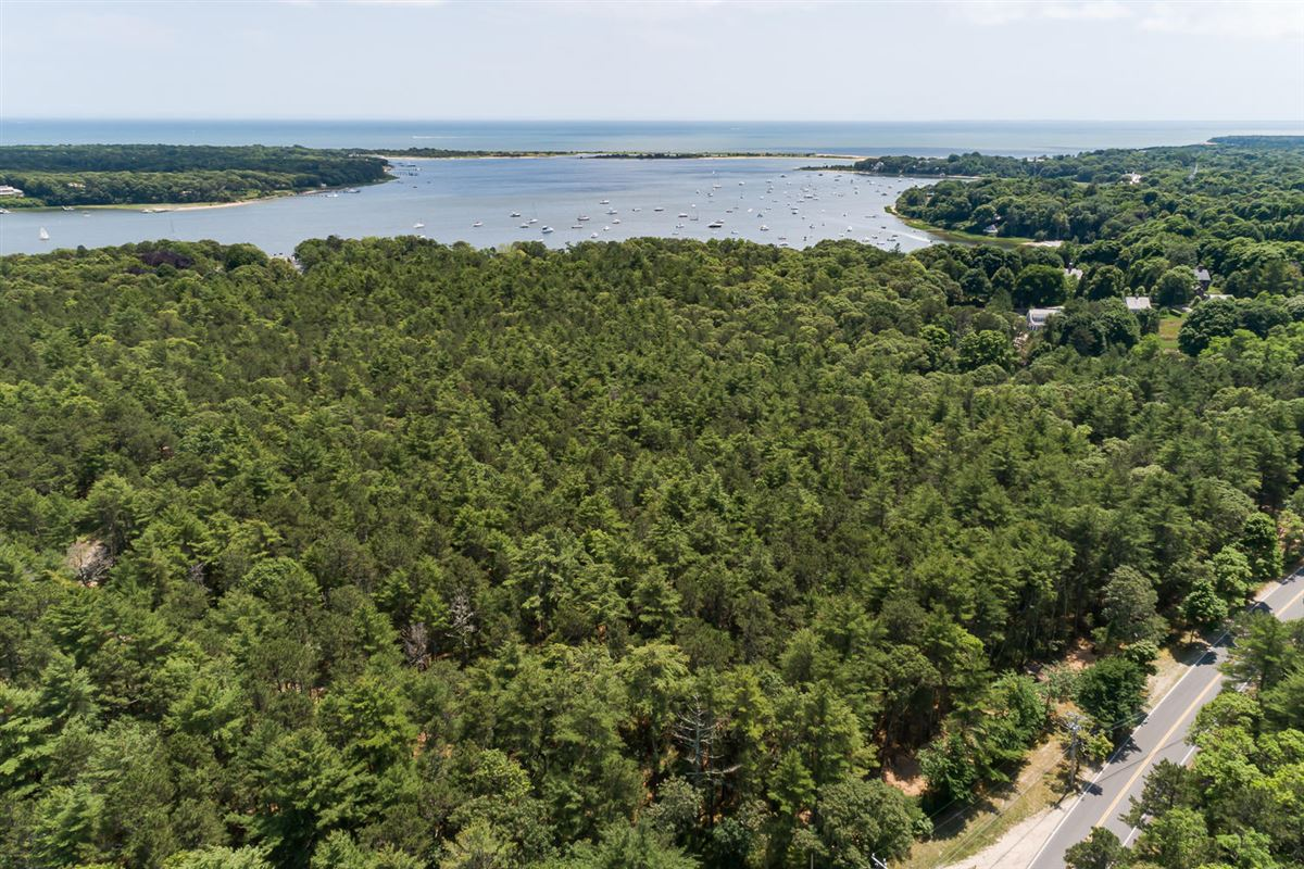 Luxury properties Extraordinary and expansive waterfront parcel