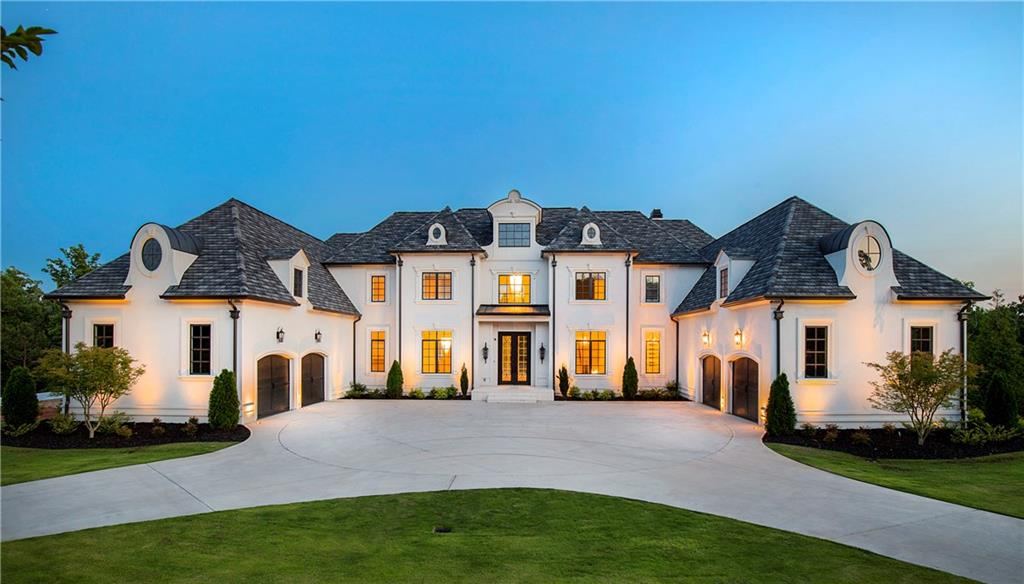 This Superb Residence Exemplifies Luxury Living