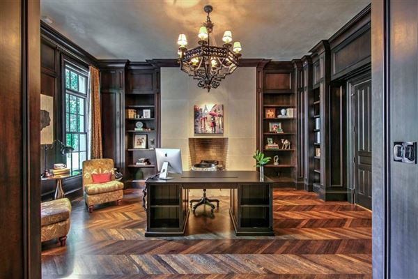 Luxury properties Regency-style estate in atlanta