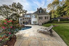 Mansions in the Perfect retreat in atlanta