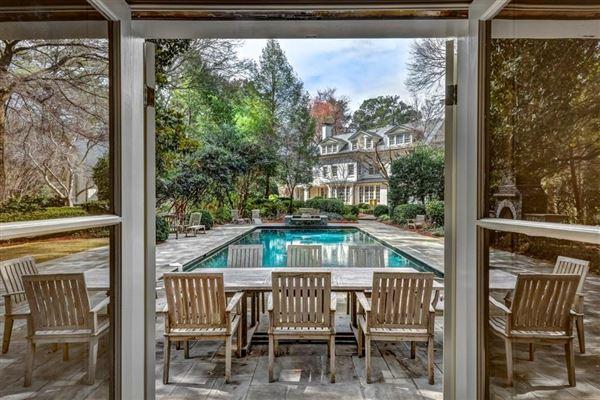 Luxury real estate perfect location in tuxedo park