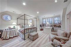Luxury properties perfect location in tuxedo park