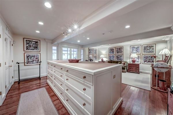 Luxury homes perfect location in tuxedo park