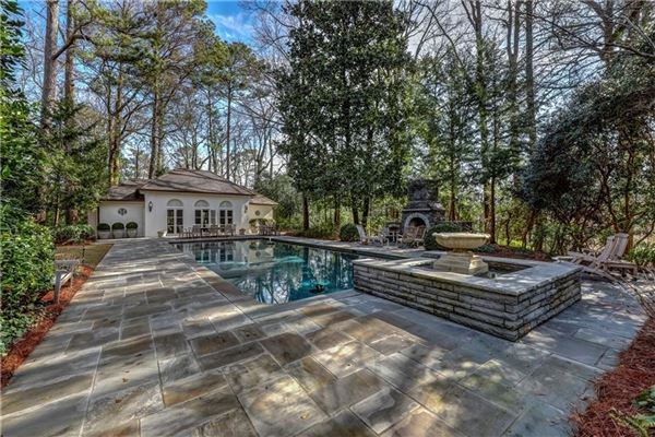 perfect location in tuxedo park luxury homes