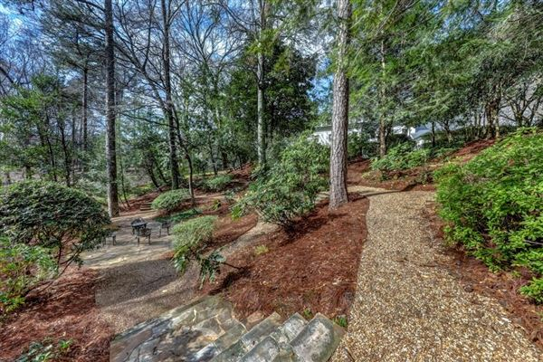perfect location in tuxedo park mansions