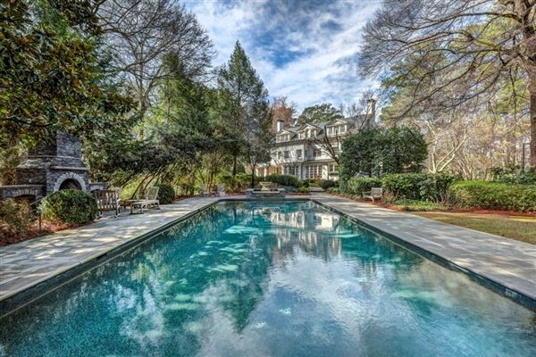 Luxury homes in perfect location in tuxedo park