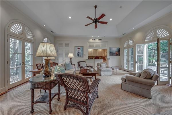 Mansions in perfect location in tuxedo park