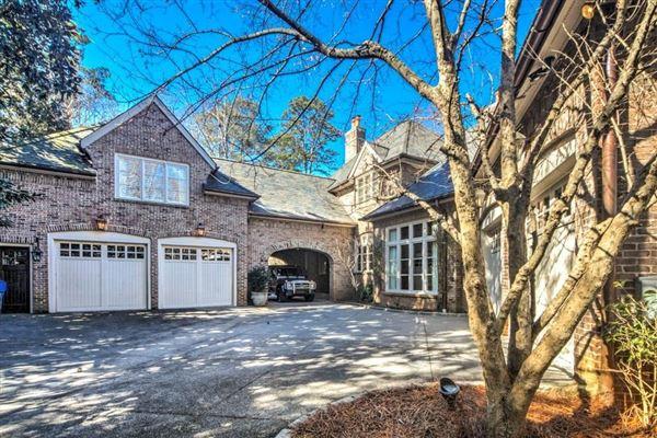 Luxury properties Exquisite estate includes seven fireplaces