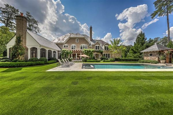Incredible family home in the ideal location luxury homes