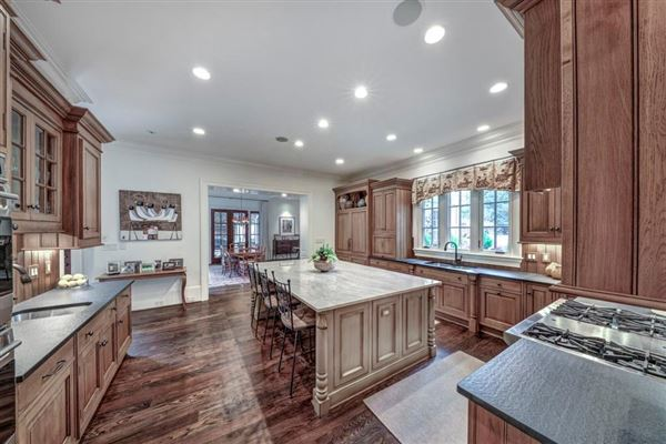 Luxury homes in Incredible family home in the ideal location
