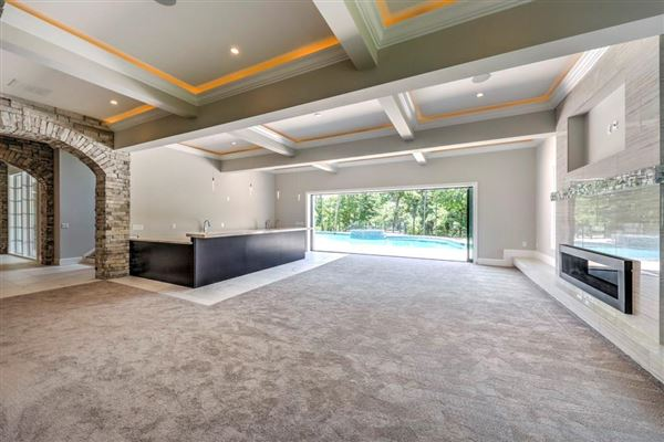 Luxury homes in this superb residence exemplifies luxury living