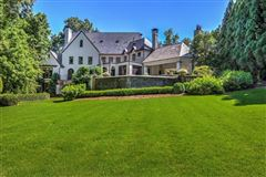 Gorgeous estate on 2.8 acres luxury properties