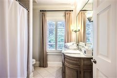 Luxury homes in Tuxedo Park at its finest