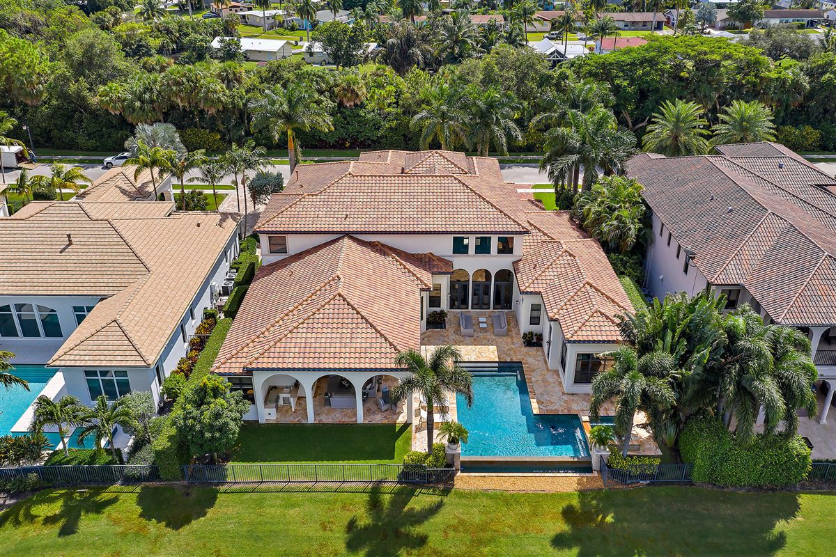 Luxury properties recently renovated lakefront home
