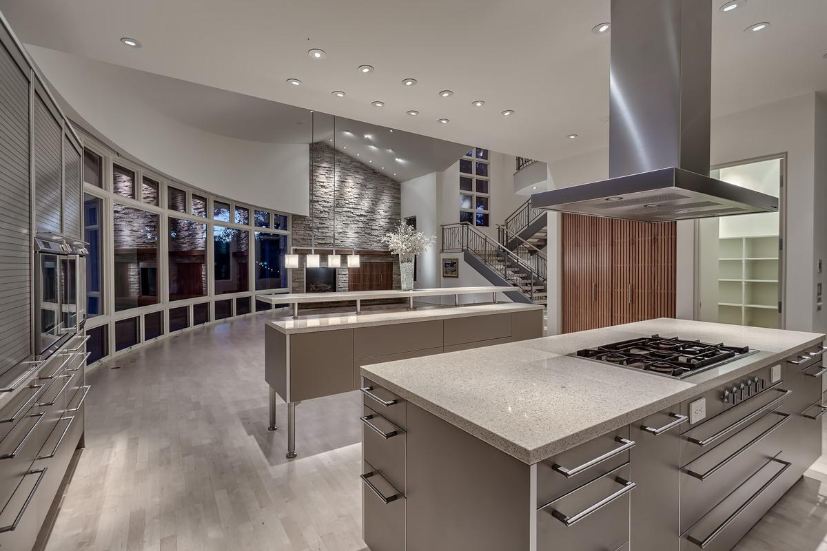 Contemporary Smart Home with Commanding Views luxury homes